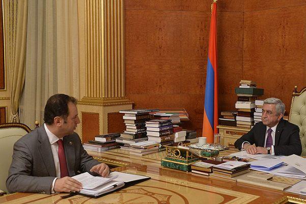 СМИ: Серж Саргсян недоволен министром обороны и назначит его главой МИД