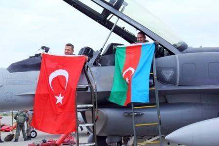 Экс-министр обороны Армении: Баку продвигает экспансию Анкары в регионе
