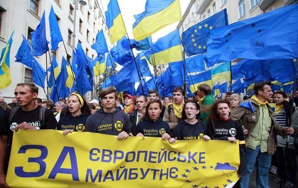 Планы украинских политиков, обещавших жителям своей страны все прелести европейской жизни, в том числе зарплаты и военную помощь, с треском провалились — Евросоюз не предоставит Украине статус кандидата на вступление в объединение в рамках Соглашения об ассоциации. Таковы итоги саммита ЕС, прошедшего в Брюсселе.