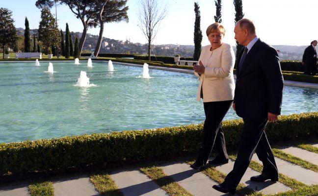 Меркель по-русски пошутила про «сибирское пальто» Путина