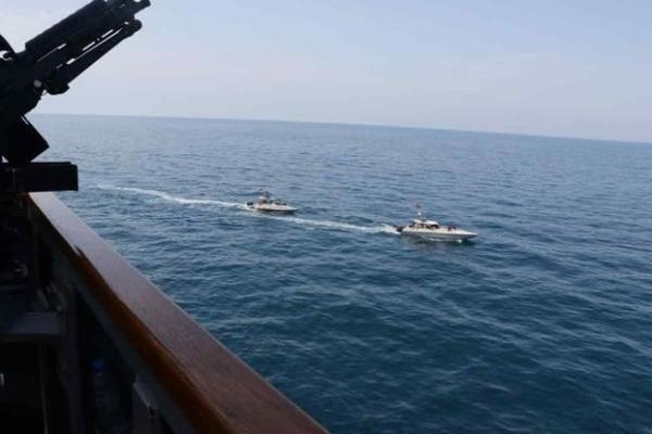 b82bf62cb34e82b4ac6a61bca8488 Корабли ВМС США оборонительными маневрами пресекли «нападение» КСИР Ирана