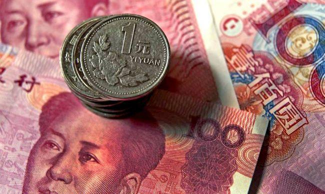 Центробанк Китая снизил курс юаня к доллару