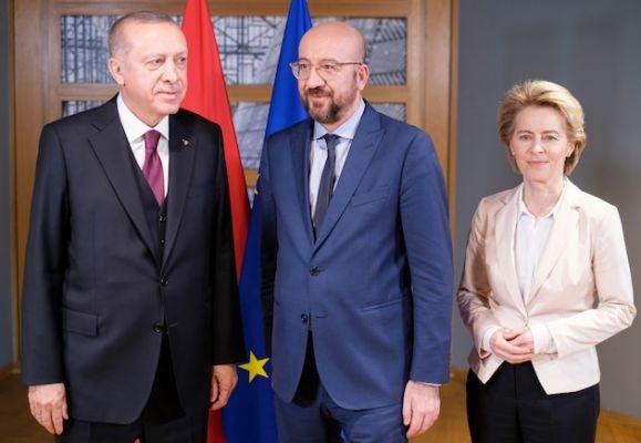 ba601f50ea5983dedaab364610c03 Focus: Брюссель предлагает Эрдогану дружить, нонеочень конкретно