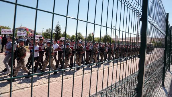 9277354448f749e94f7cc838c5e1d Турецкий путч: сотни бывших военных приговорены кпожизненным срокам