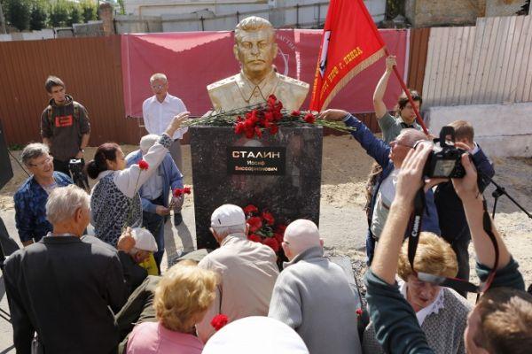 Вцентре Пензы появился бюст Сталина: EADaily
