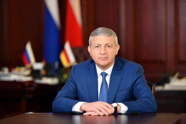 bcc213b4f10cc7d43038376969b32 Битаров работает как обычно— вСеверной Осетии опровергают отставку главы