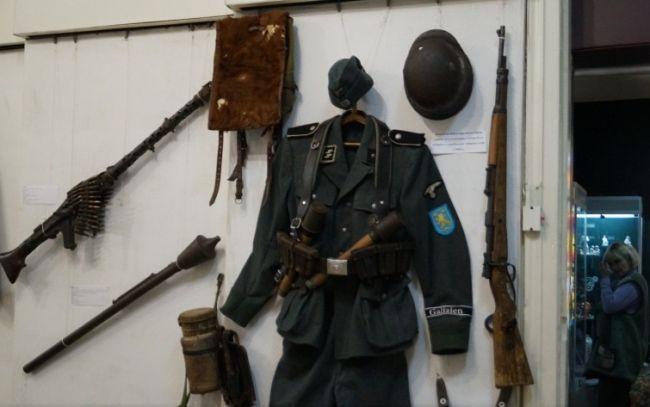«Защищали Украину» — форма дивизии СС «Галичина» в музее Славянска