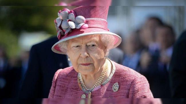 Королева Елизавета получила прививку от коронавируса