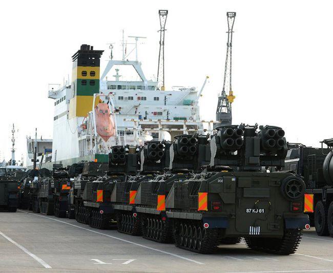 НАТО окапывается: у границы с Россией в Эстонии роют окопы и блиндажи
