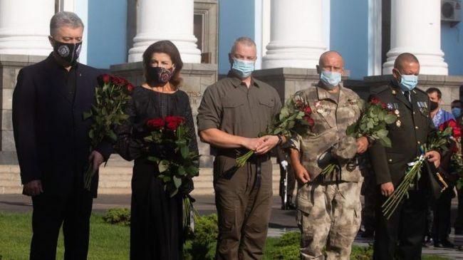 Дмитрий Ярош и Петр Порошенко поклонились праху карателей АТО
